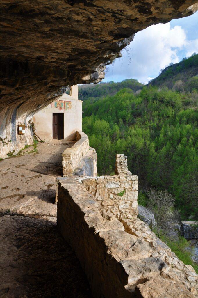 Eremo di San Bartolomeo scolpito nella roccia