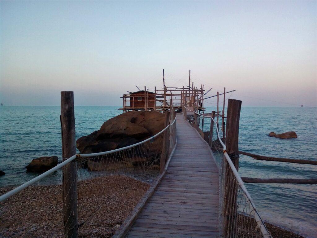Trabocco della costa abruzzese al tramonto